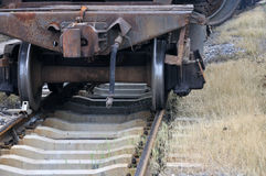 Ferrovia con il treno invecchiato Fotografia Stock Libera da Diritti