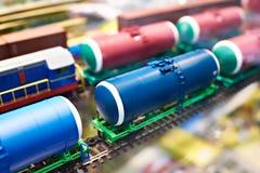 Ferrovia del giocattolo del treno merci dei carri armati Fotografia Stock