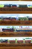 Ferrovia del giocattolo del treno sulla finestra del negozio Immagine Stock Libera da Diritti