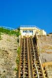 Ferrovia della scogliera, ferrovia funicolare dell'ascensore del cavo, nel vill della spiaggia Fotografia Stock Libera da Diritti