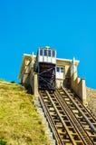 Ferrovia della scogliera, ferrovia funicolare dell'ascensore del cavo, nel vill della spiaggia Immagine Stock