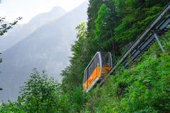 Ferrovia di cavo fra Hallstatt ed il picco di Salzberg Immagini Stock
