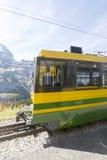Ferrovia di Wengernalp sul modo a Kleine Scheidegg Immagine Stock Libera da Diritti