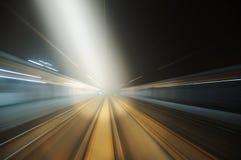 Ferrovia diritta alla notte, sfuocatura di movimento Fotografia Stock Libera da Diritti
