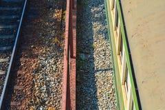 Ferrovia e treno sulla vista superiore Immagine Stock