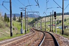 Ferrovia in montagne carpatiche, Ucraina Fotografia Stock Libera da Diritti