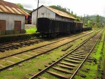 Ferrovia nello Sri Lanka con un vecchio treno Fotografia Stock Libera da Diritti