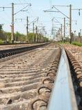 Ferrovia, rotaie, pali di potere Fotografie Stock Libere da Diritti