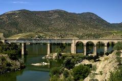 Ferrovia sopra il ponte Fotografia Stock