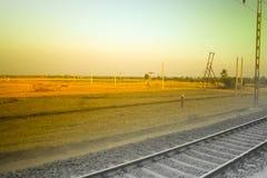 Ferrovia standard e paesaggi agricoli rurali asiatici Immagini Stock