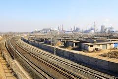 Ferrovia sull'orlo della città Immagini Stock