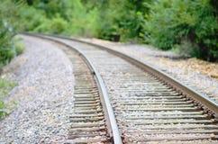 Ferrovia vuota che conduce dal medio, sparendo alla sinistra Fotografia Stock
