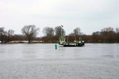 Ferry à travers la rivière Elbe Image libre de droits