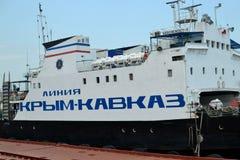 Ferry à travers le détroit de Kerch Photographie stock libre de droits