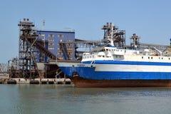 Ferry à travers le détroit de Kerch Photo libre de droits