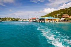 ferry крюк покидая красному st терминальное usvi thomas стоковые фото