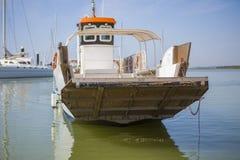 Ferry a aproximação ao porto do EL Rompido, Espanha Imagem de Stock Royalty Free