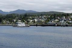 Ferry arrivant en Powell River, AVANT JÉSUS CHRIST Photographie stock libre de droits
