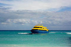 Ferry arriving Royalty Free Stock Photo
