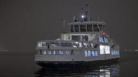 Ferry arriving at night Royalty Free Stock Photography