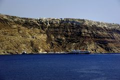 Ferry arriving in Santorini royalty free stock photo
