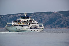 Ferry-boat adriatique, Cres, Croatie photographie stock