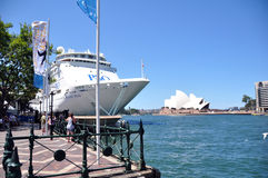 Ferry-boat au port Sydney Opera House Photos stock