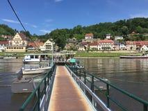 Ferry-boat d'Elbe de rivière au sentier de randonnée de Malerweg Photo libre de droits