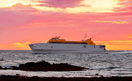Ferry boat at dawn Royalty Free Stock Photos