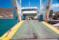 Ferry-boat de voiture en Grèce liant les îles image libre de droits