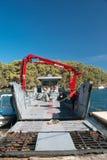 Ferry-boat de voiture en Grèce liant les îles photographie stock libre de droits