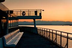 Ferry-boat et montagnes olympiques Photos stock