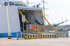 Ferry-boat Moby Love dans le port de Piombino, Italie Photo libre de droits