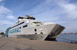 Ferry-boat Nixe de Balearia Images stock