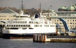 Ferry-boat quittant Elseneur image stock