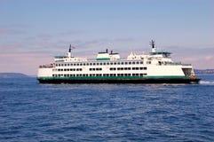 Ferry-boat sous le coucher du soleil Photos libres de droits