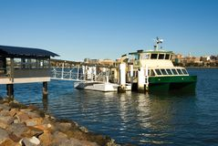 Ferry-boat transportant des passagers photo libre de droits