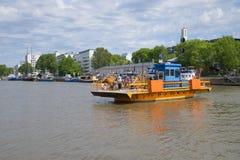 Ferry-boat transportant des passagers Photos libres de droits