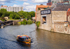Ferry-boat transportant des passagers en Bristol Harbour Photos stock