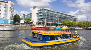 Ferry-boat transportant des passagers en Bristol Harbour Photo libre de droits