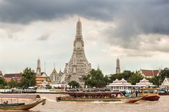 Ferry crossing Chao Phraya River in front of Wat Arun temple in Bangkok stock photography