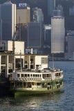 Ferry d'étoile accouplé dans le pilier de Kowloon Photographie stock