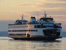 Ferry d'Edmonds au coucher du soleil photo stock