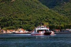 Ferry dans la baie de Kotor Photos libres de droits