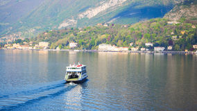 Ferry dans le lac Como Bellagio Image stock