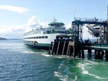 Ferry de Bainbridge au dock Images stock