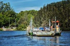 Ferry de câble à travers une rivière dans l'Australie Image stock