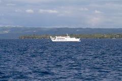 Ferry de Lite devant l'île de Bohol, Philippines Photographie stock libre de droits