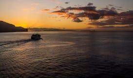 Ferry de matin se dirigeant aux îles Images libres de droits