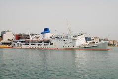 Ferry de Panagia Tinou descendant, Athènes Image libre de droits